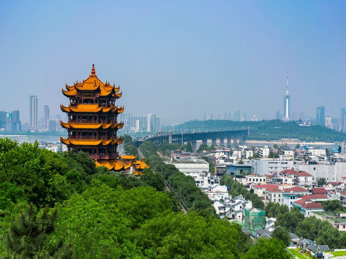 Tourists come pouring in China's 'Comeback City' Wuhan