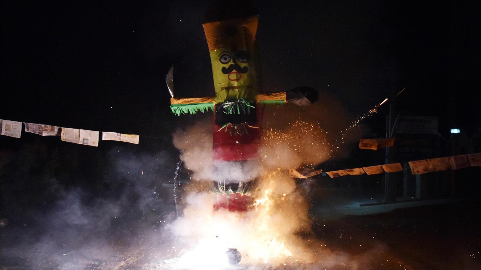 vijayadashmi-celebrated-across-the-country-ravanas-effigies-burnt