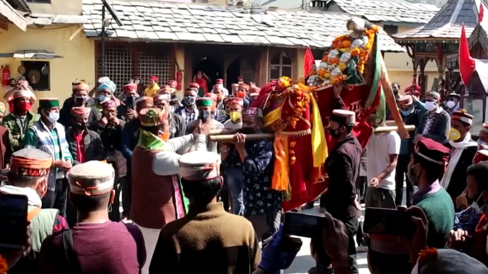 watch-week-long-dussehra-celebration-kick-starts-in-hps-kullu