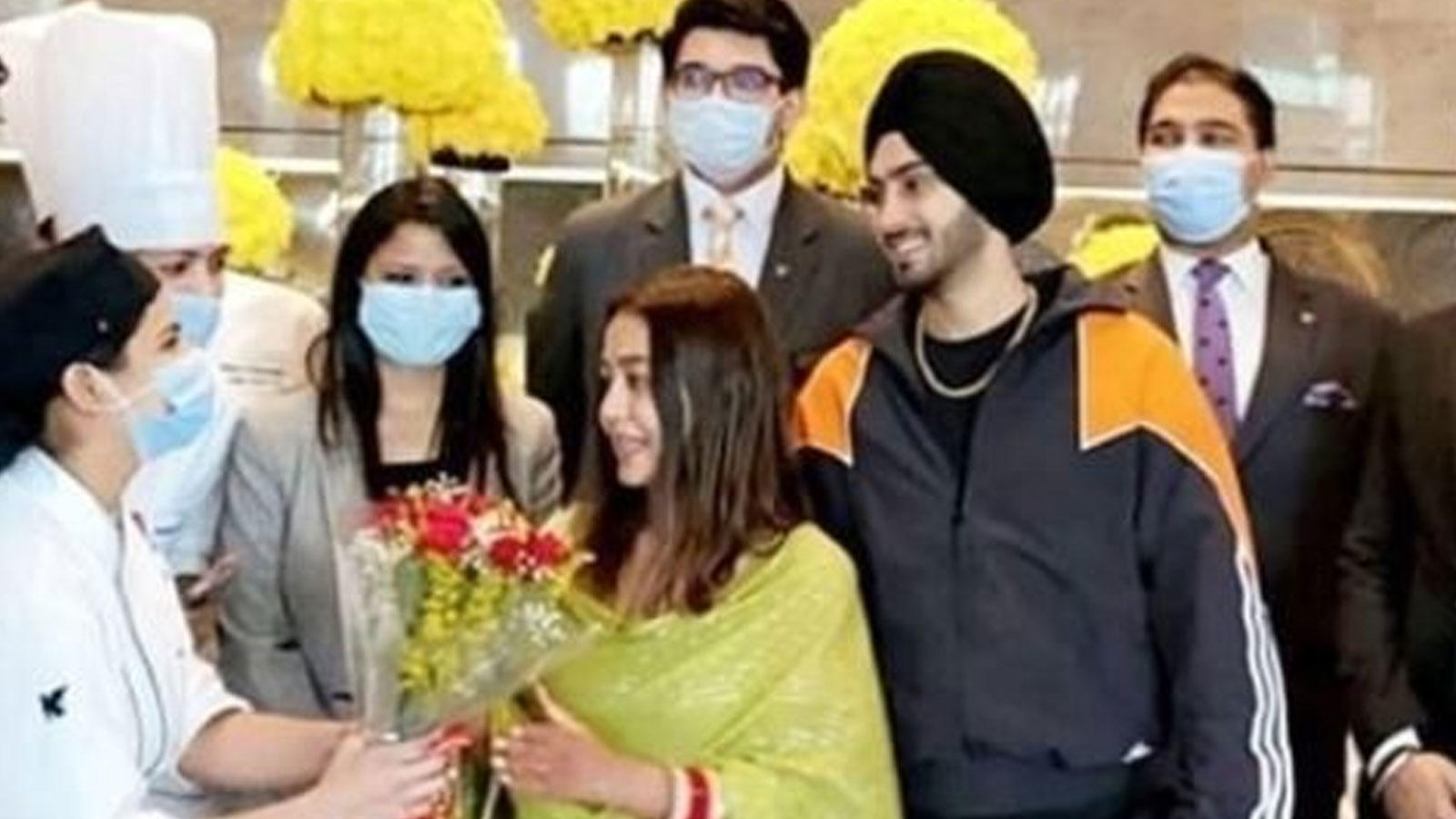 neha-kakkar-and-rohanpreet-singhs-first-picture-post-their-wedding-goes-viral