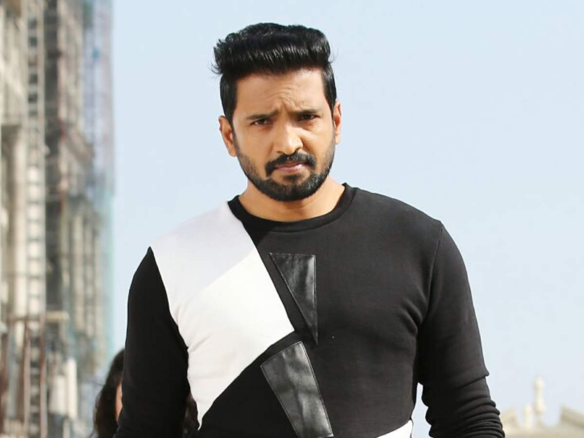 Santhanam clarifies on rumours of joining politics   Tamil Movie News -  Times of India