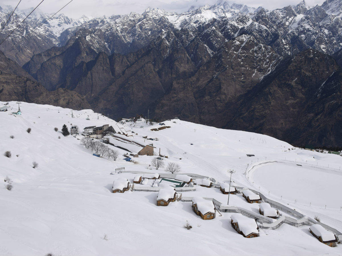 Auli receives snowfall, a good sign for the upcoming snowboarding competition next year