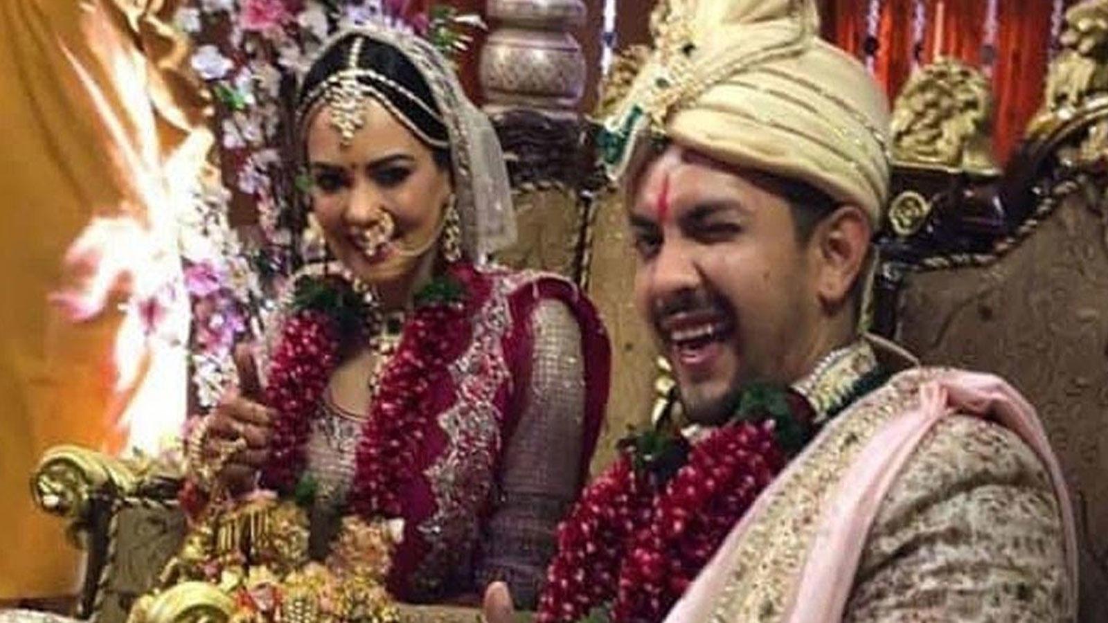 aditya-narayan-reveals-he-had-a-wardrobe-malfunction-during-his-wedding