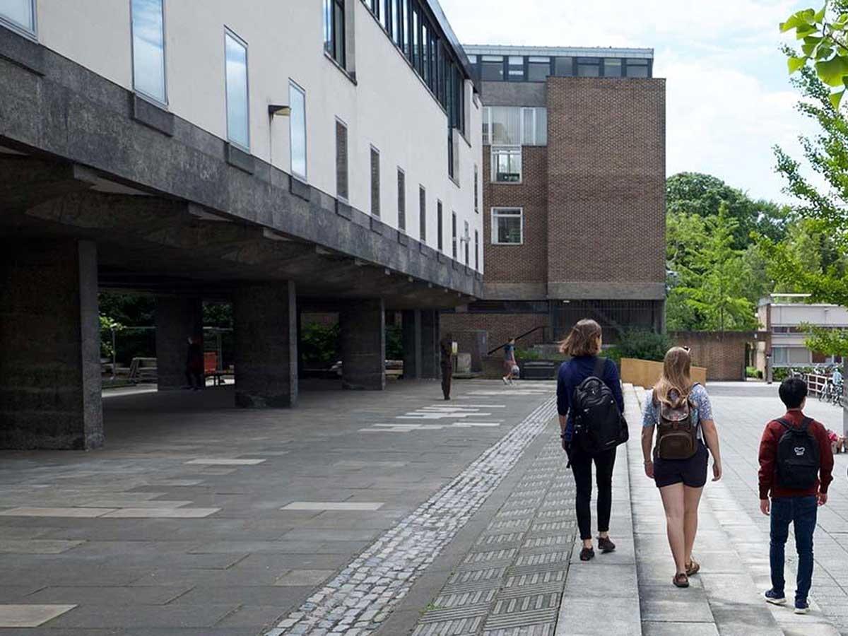 Cambridge University unveils free course for disadvantaged students