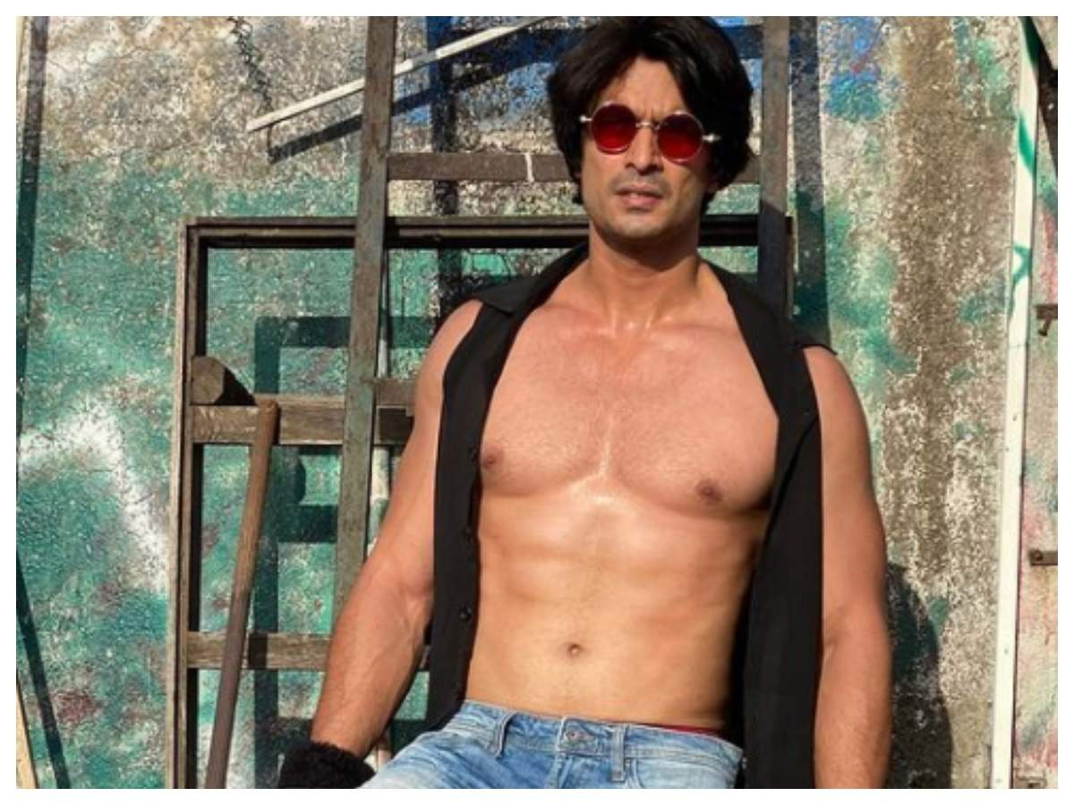Gashmeer Mahajani shows off his chiselled body in his latest post | Marathi  Movie News - Times of India