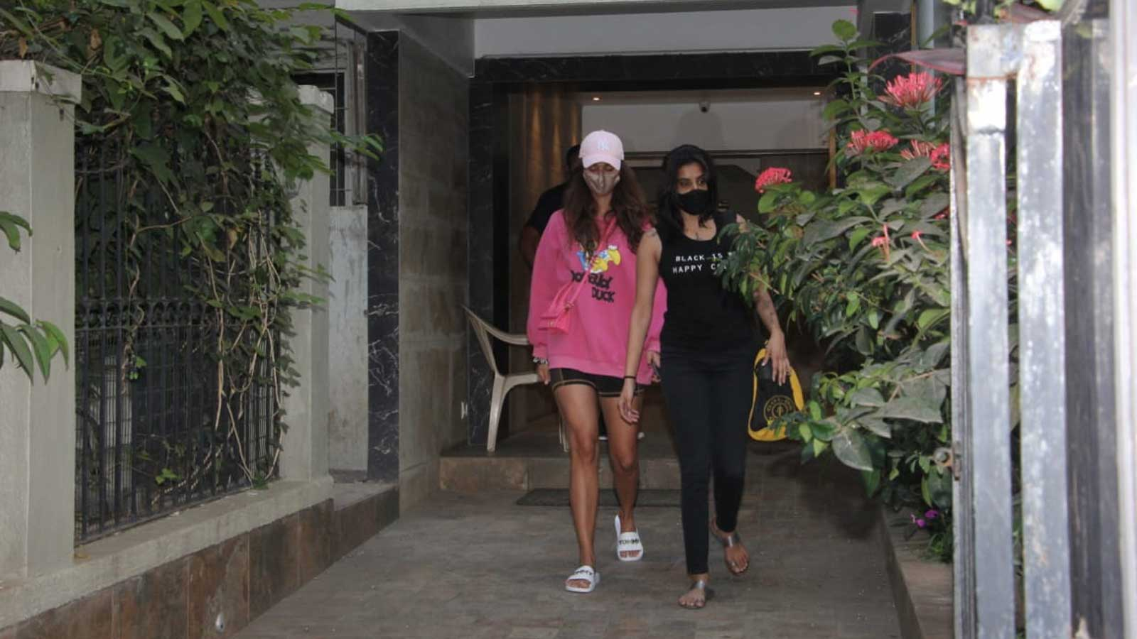 disha-patani-was-spotted-outside-mohit-suris-office-in-bandra