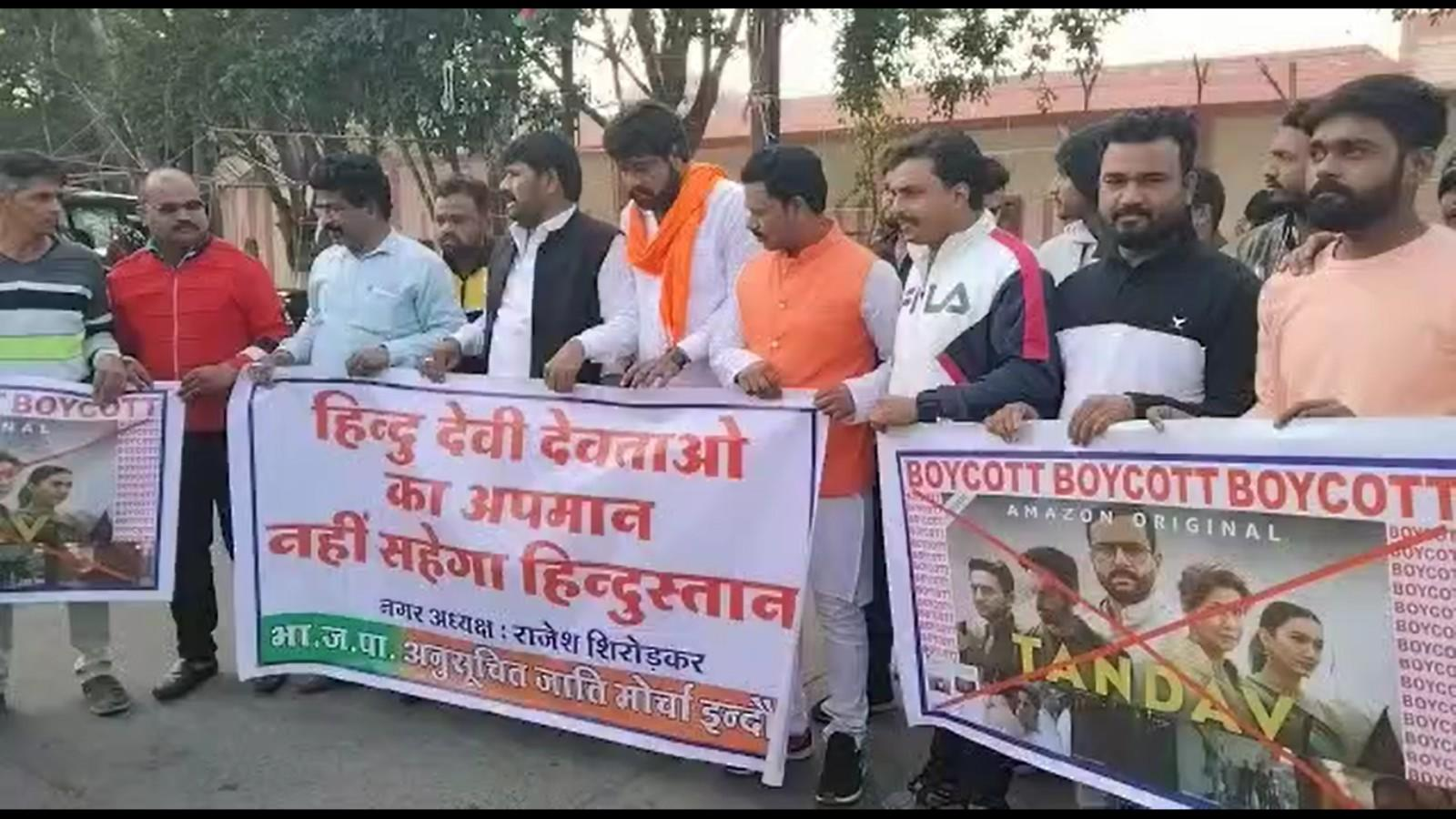 bjp-activists-protest-against-web-series-tandava-in-indore