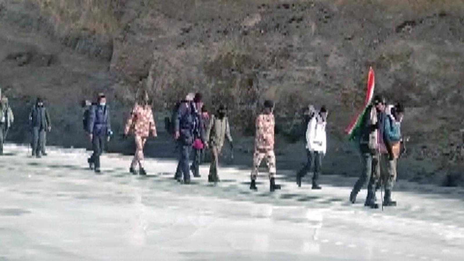watch-itbp-officials-participate-in-zanskar-winter-sports-in-ladakh