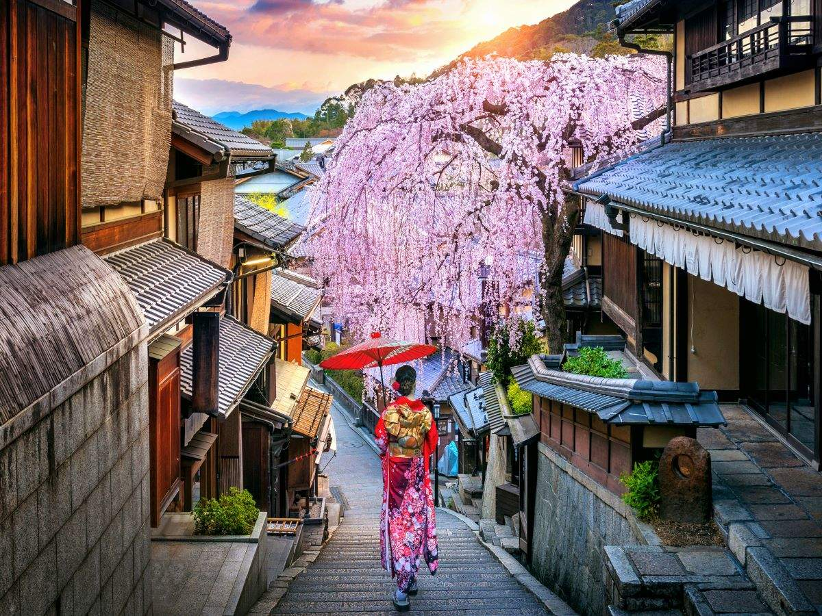 10 weird and interesting facts about Japan and its culture
