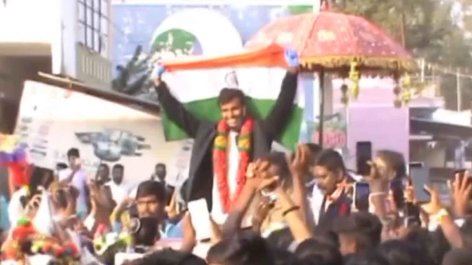 t-natarajan-gets-king-like-welcome-in-his-native-village