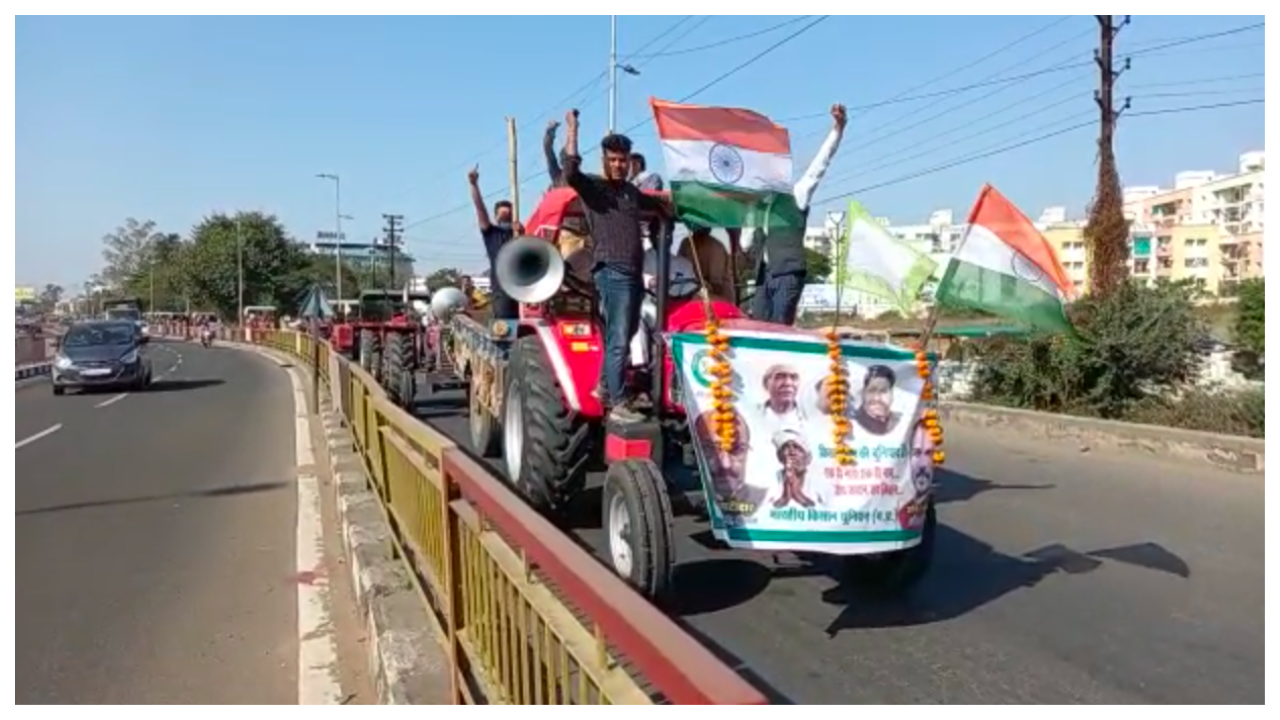 farmers-protest-bku-takes-out-tractor-rally-in-bhopal