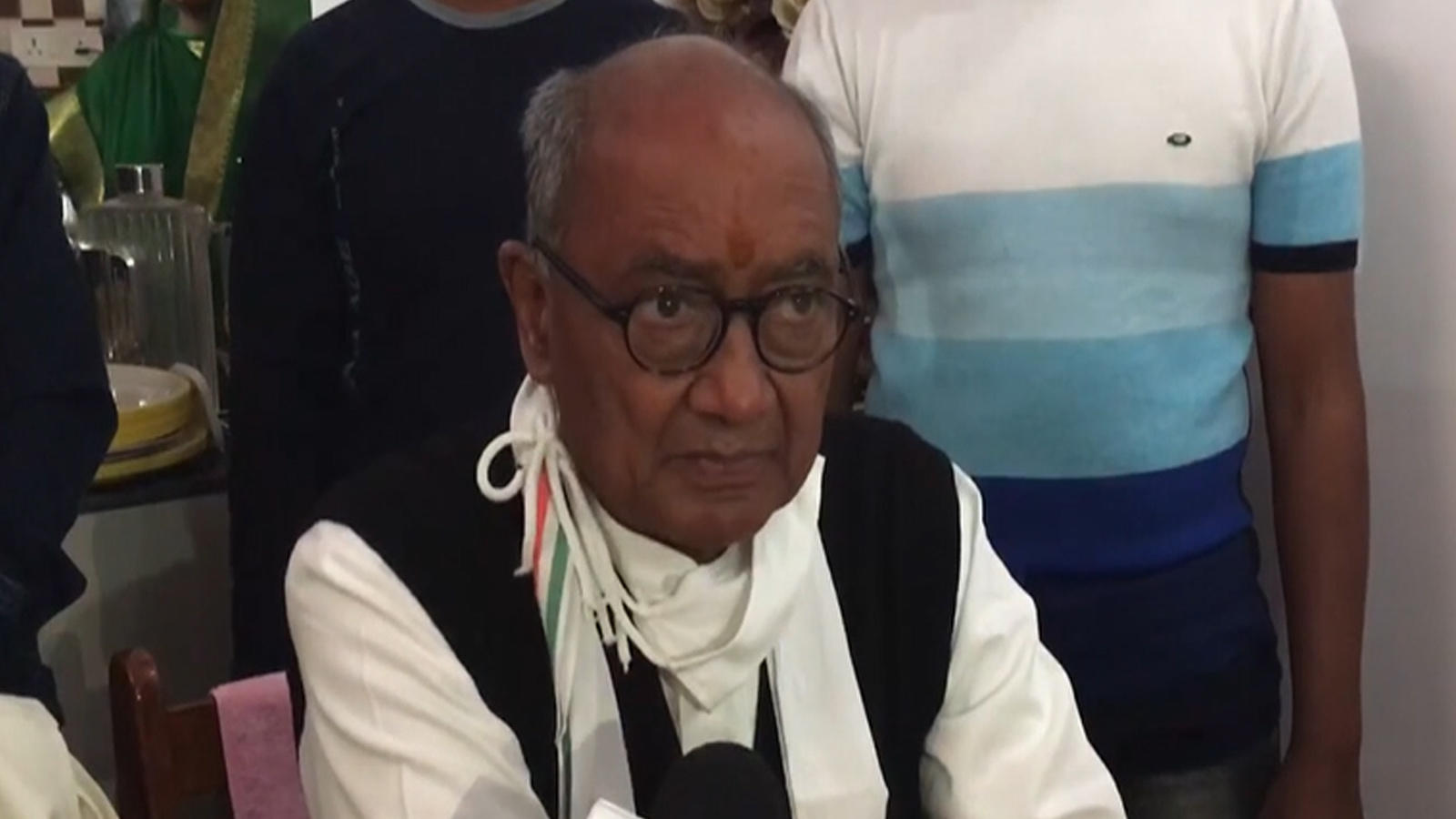 shivraj-singh-doesnt-have-right-to-be-the-chief-minister-digvijaya-singh