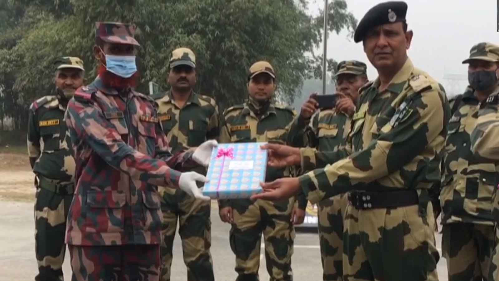 bsf-jawans-exchange-sweets-with-bangladesh-counterpart-on-republic-day