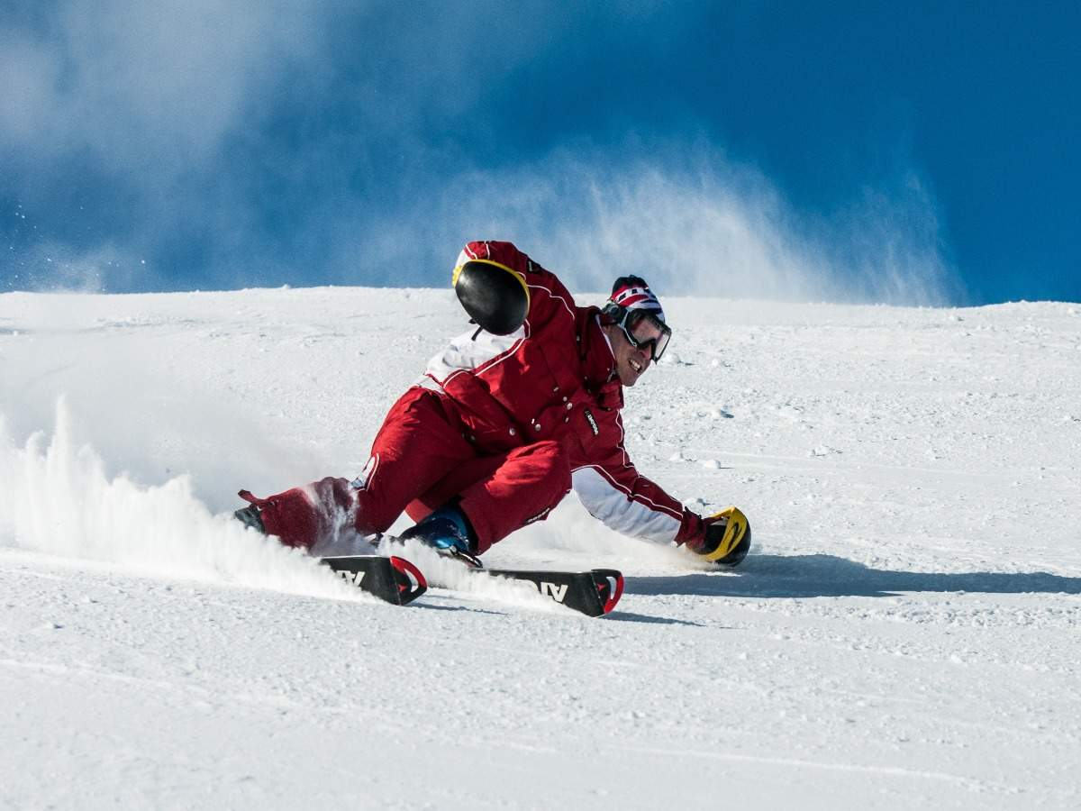 Italy bans ski season due to new coronavirus variant