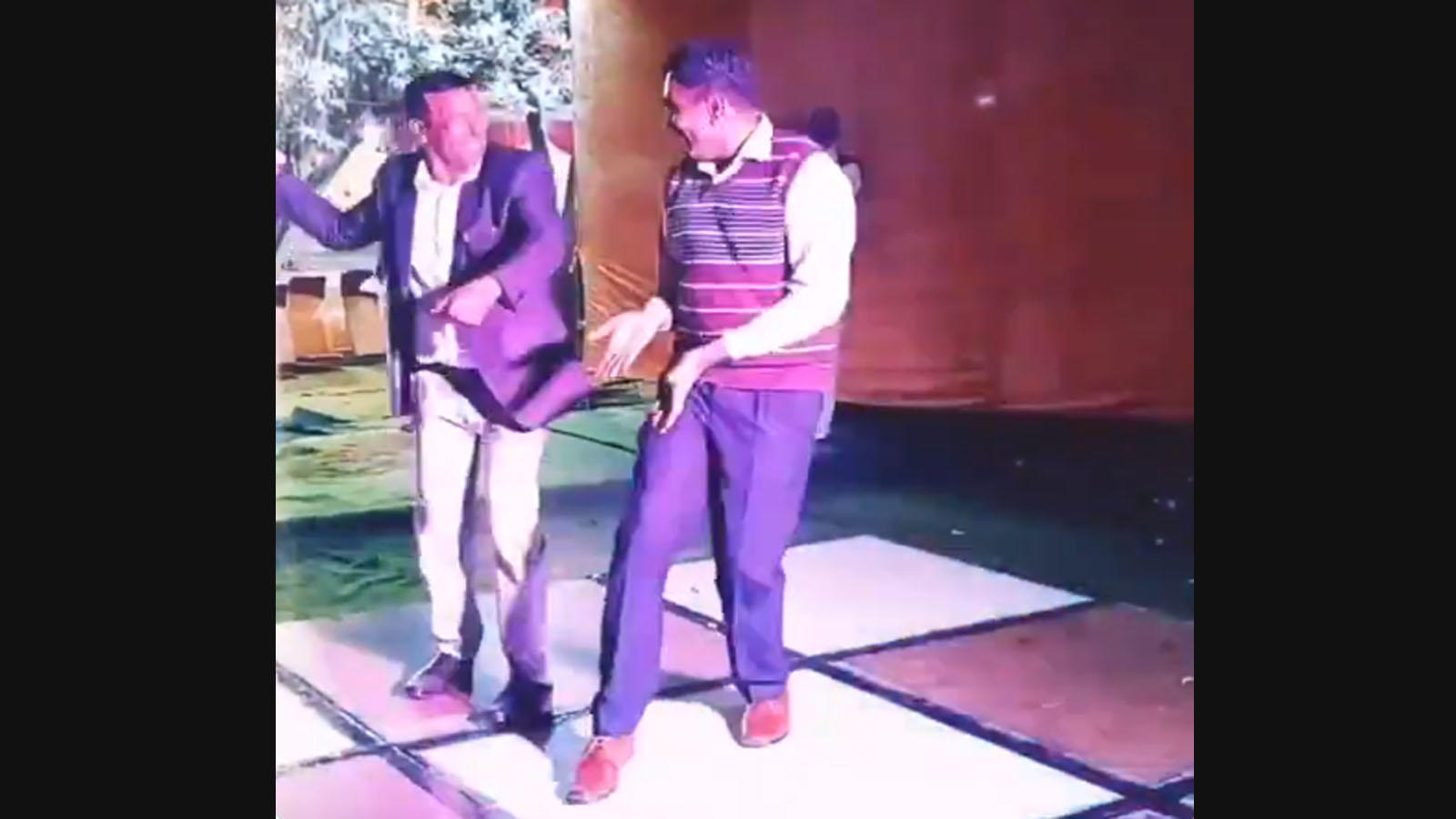 viral-video-sp-inspector-shake-a-leg-on-dance-floor-at-a-function