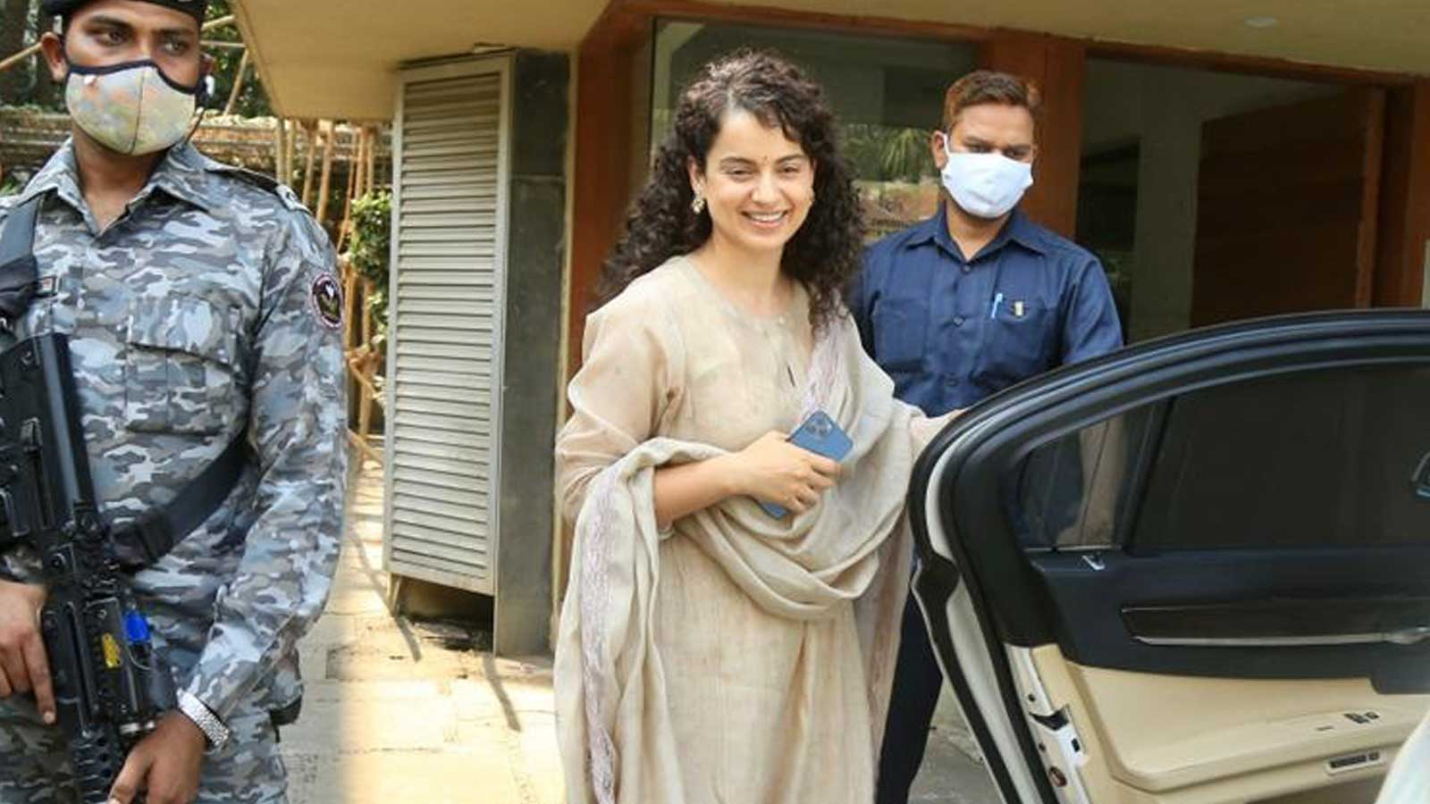 kangana-ranaut-gets-papped-in-juhu