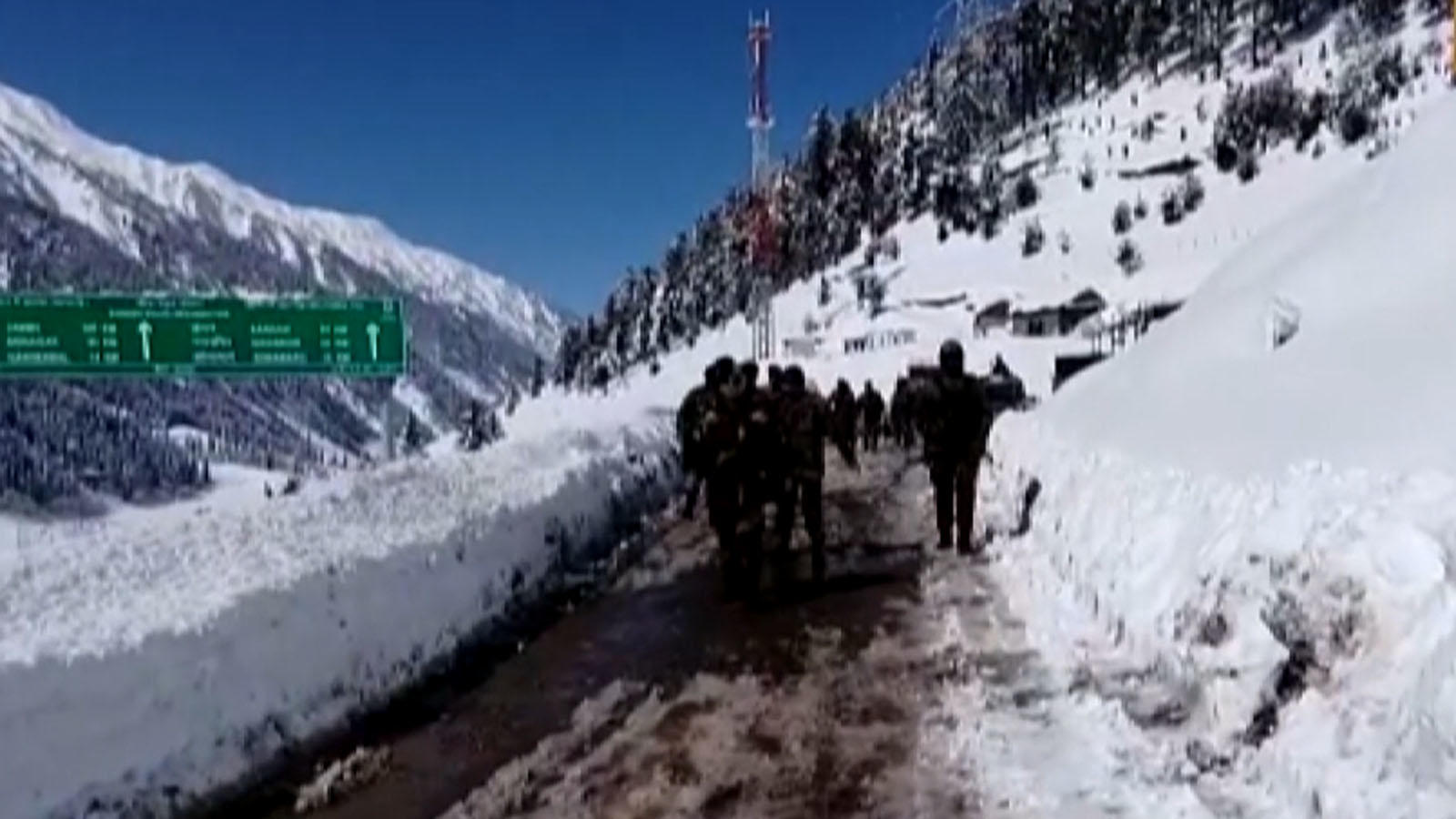 srinagar-leh-national-highway-reopened-by-bro-after-about-2-months