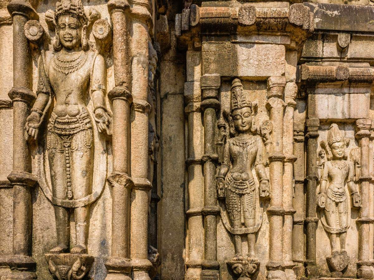 5 must-visit temples in Guwahati for a divine experience