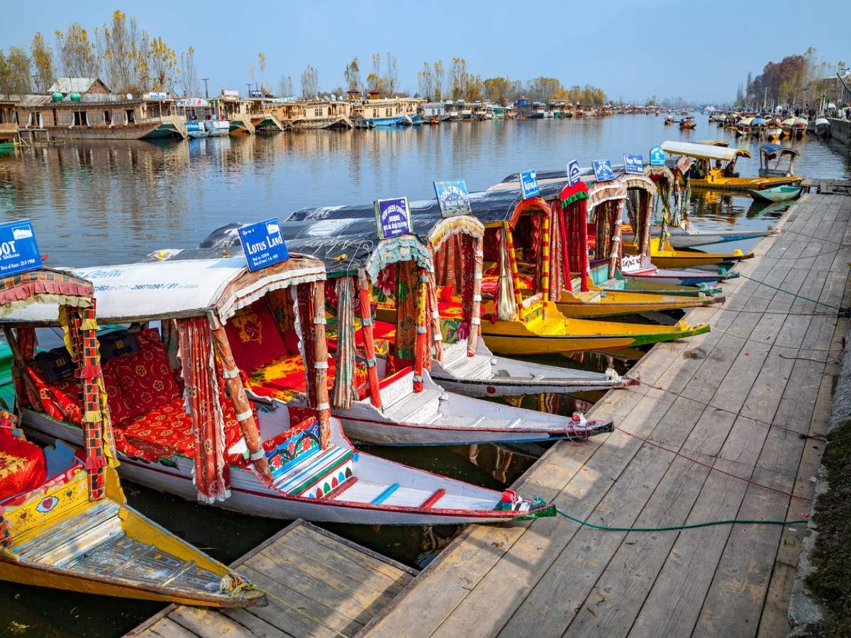 J&K authorities cap the number of houseboats at 910 for Dal and Nigeen lakes