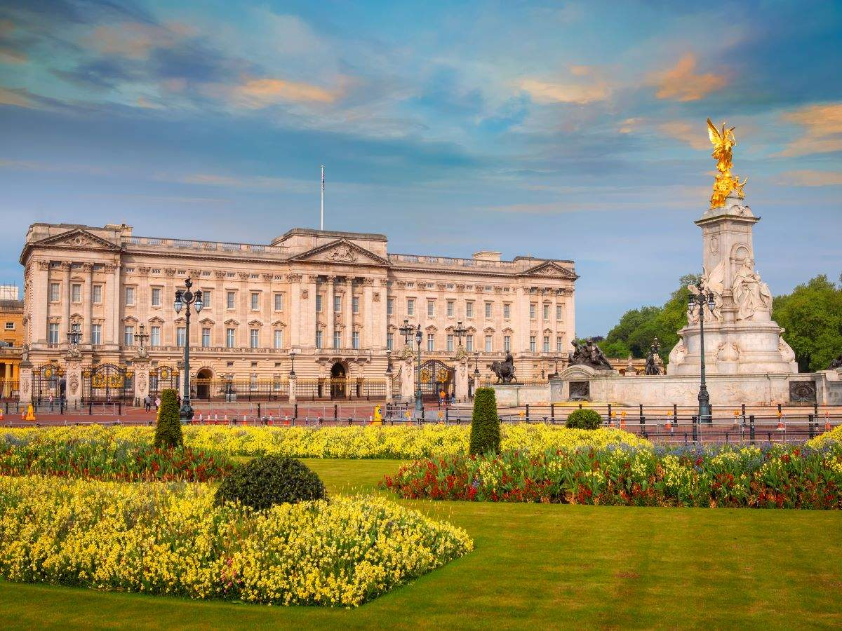 Buckingham Palace to reopen for visitors this summer