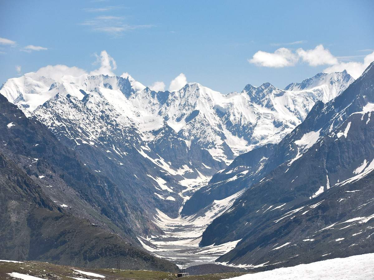 Rohtang Pass is expected to reopen by the end of April