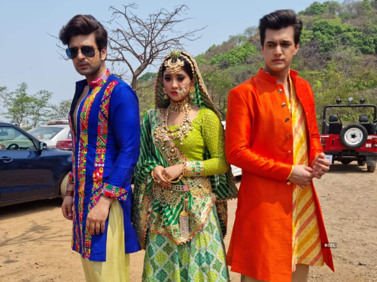 Love triangle between Kartik, Sirat and Ranveer in Yeh Rishta Kya Kehlata  Hai? Take a look at their BTS pics from the set - Times of India