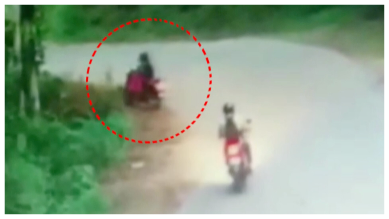 caught-on-camera-mangaluru-woman-loses-balance-on-two-wheeler-falls-in-ditch
