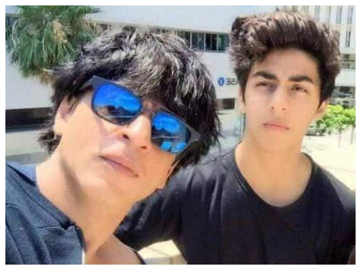 Shah Rukh Khan   Aryan Khan: Did you know Shah Rukh Khan does not allow son Aryan  Khan to be shirtless at home?