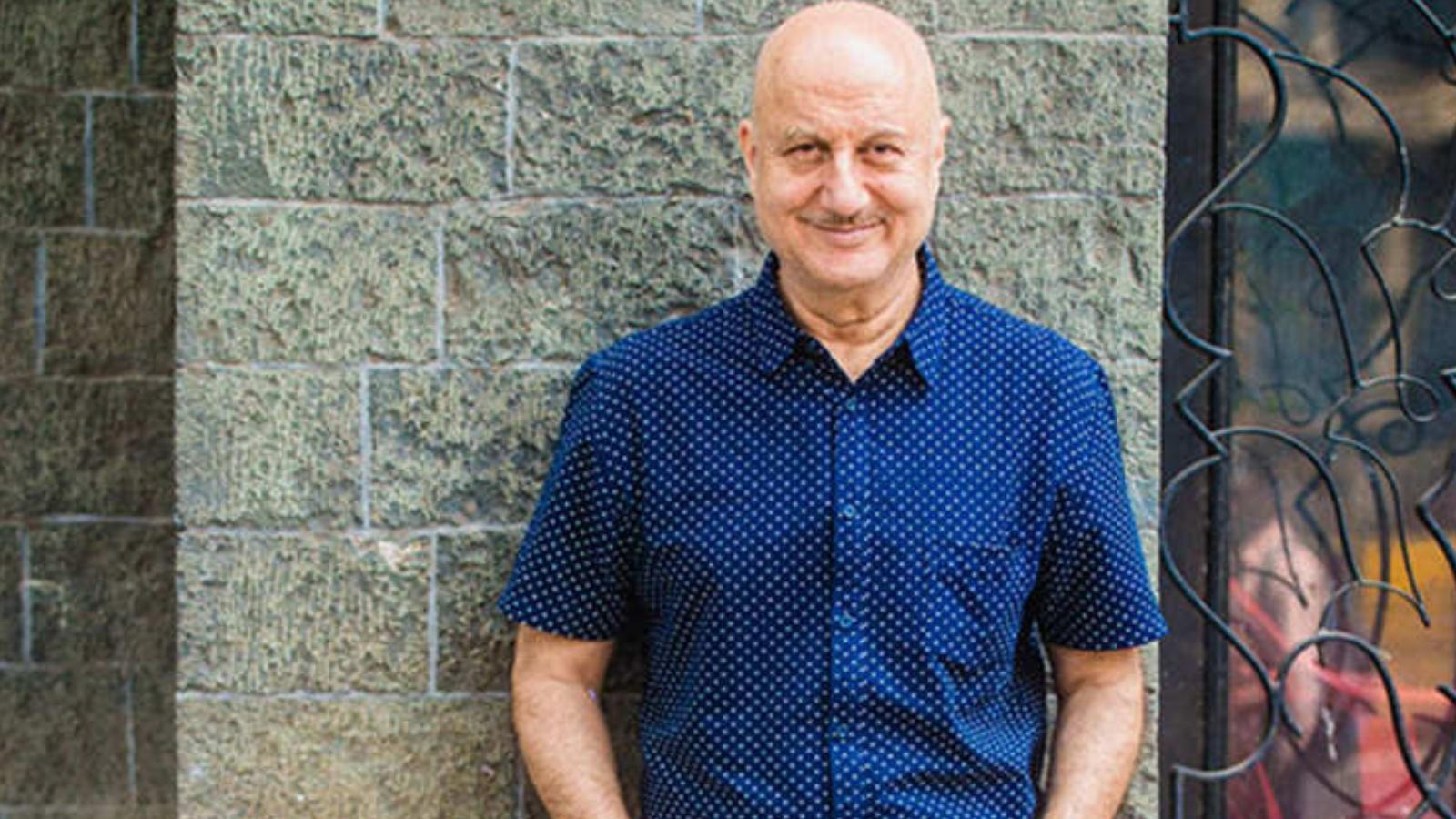 covid-19-crisis-anupam-kher-feels-it-is-important-to-hold-the-government-responsible