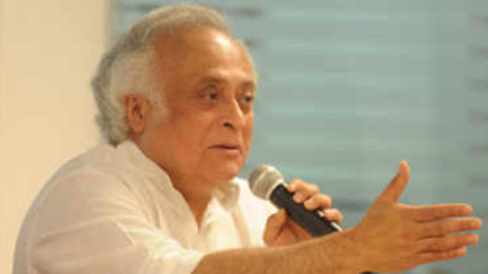 congress-mp-jairam-ramesh-takes-a-jibe-at-centre-over-vaccine-manufacturing