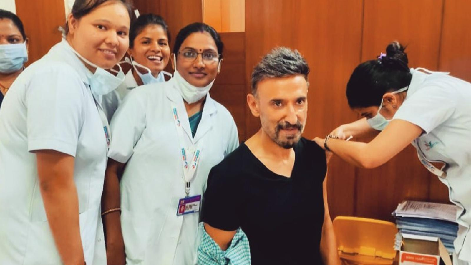 this-is-why-rahul-dev-removed-his-mask-after-taking-covid-19-vaccine-shot