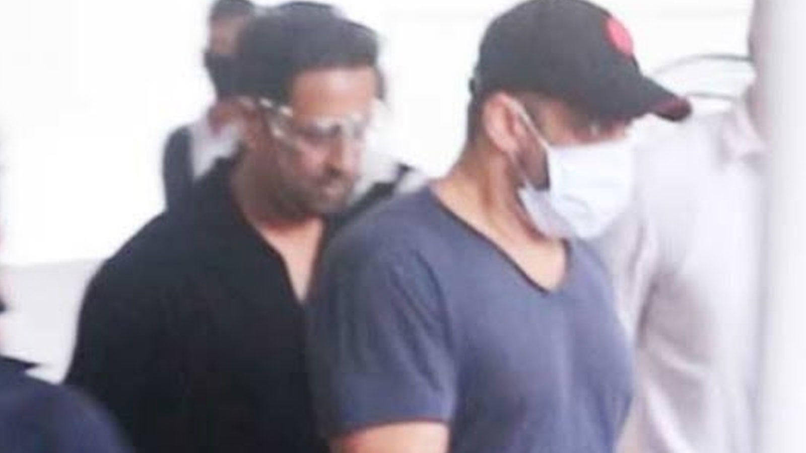 salman-khan-takes-second-jab-of-covid-19-vaccine-on-eid-fans-go-crazy-at-vaccination-centre