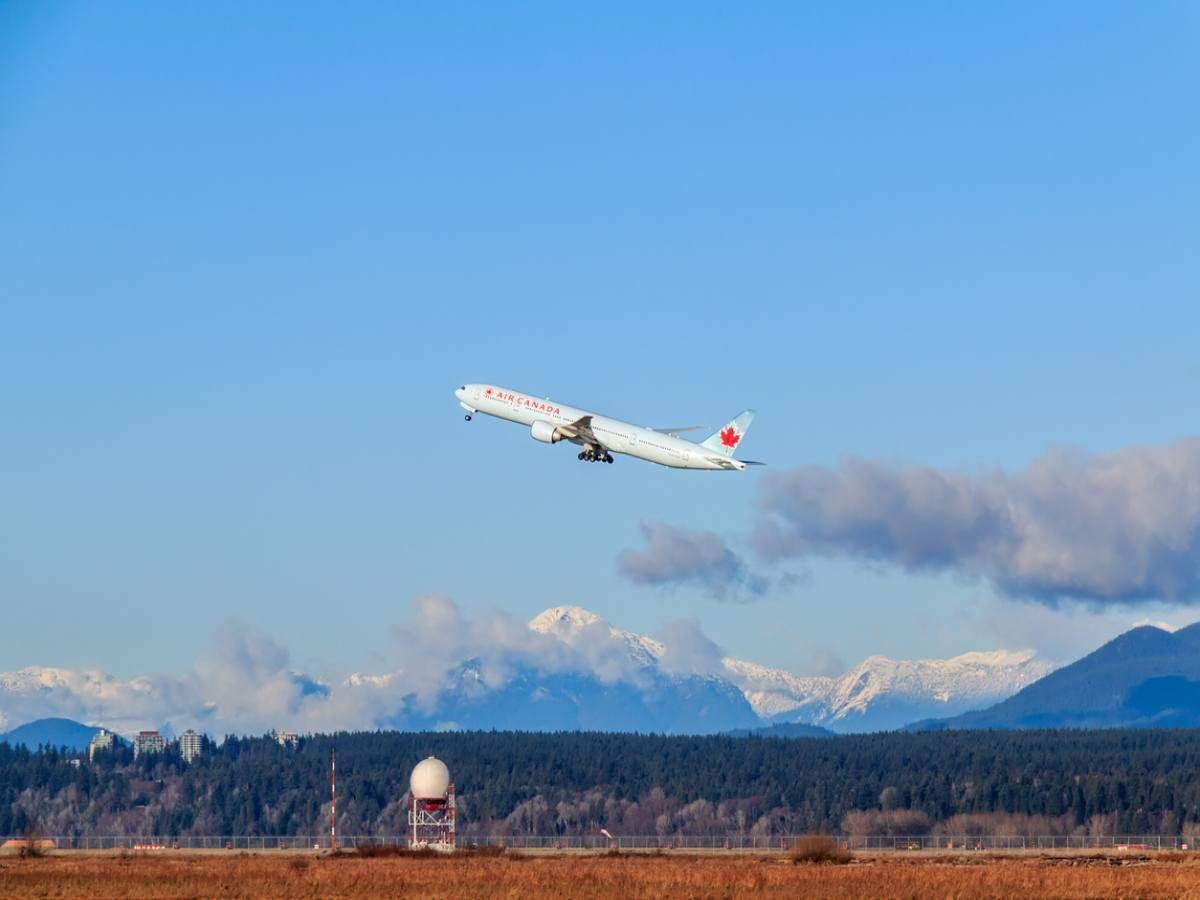 Canada extends flight ban from India