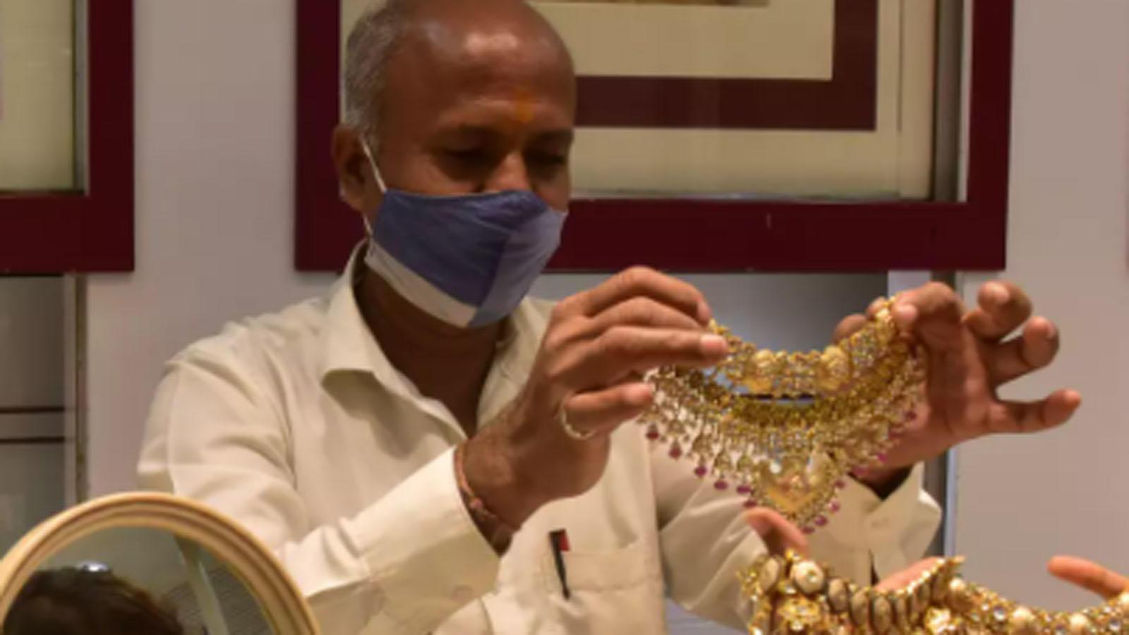despite-gold-demand-creeps-up-in-top-hubs-jewellers-offer-discounts