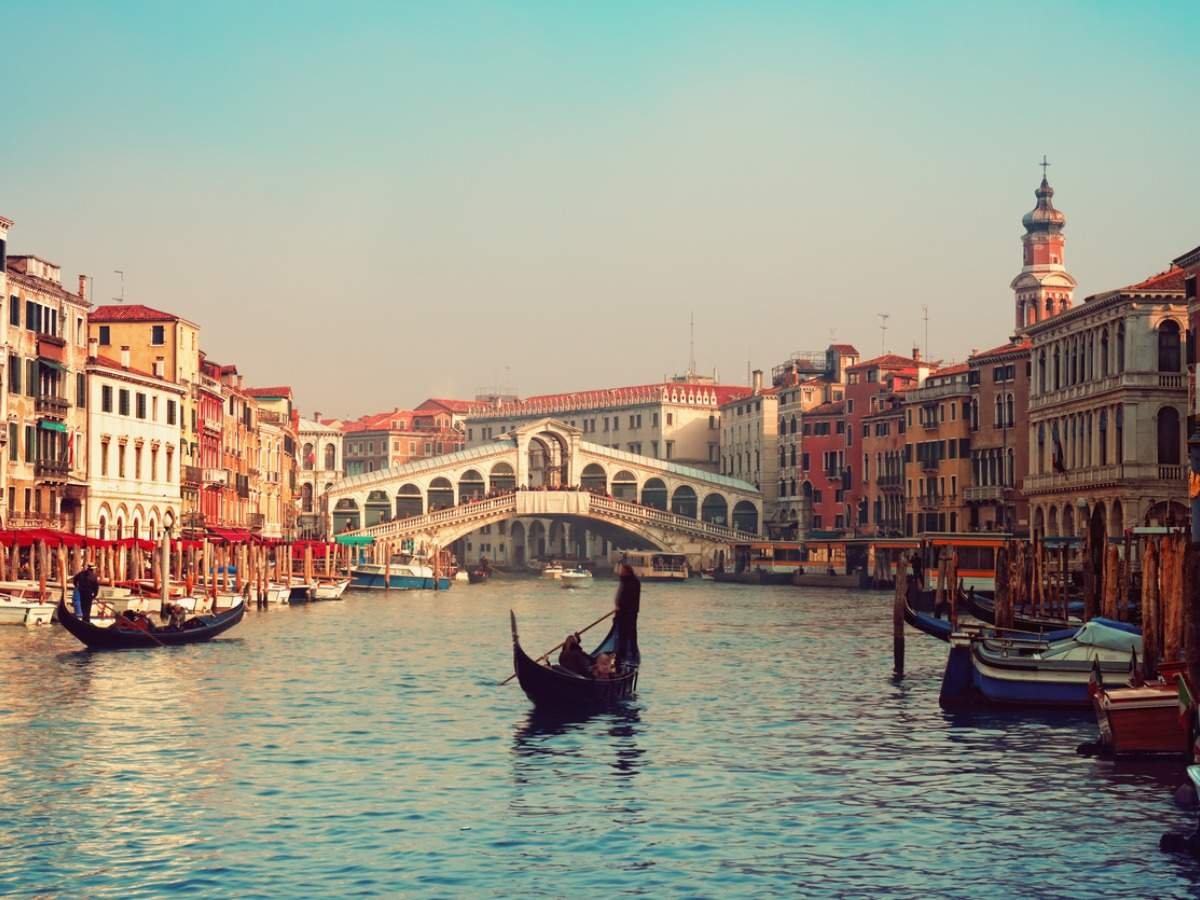 Venice bans large cruise ships from entering