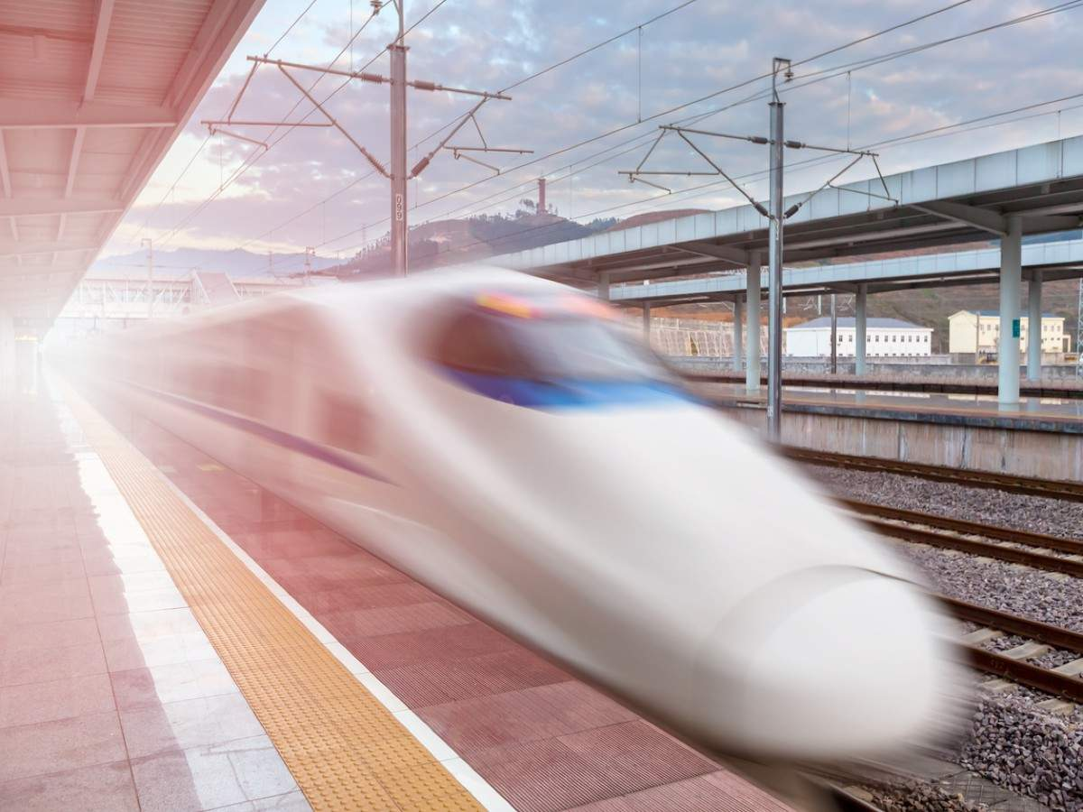 China introduces the fastest train in the world; top speed 600 km/hr!