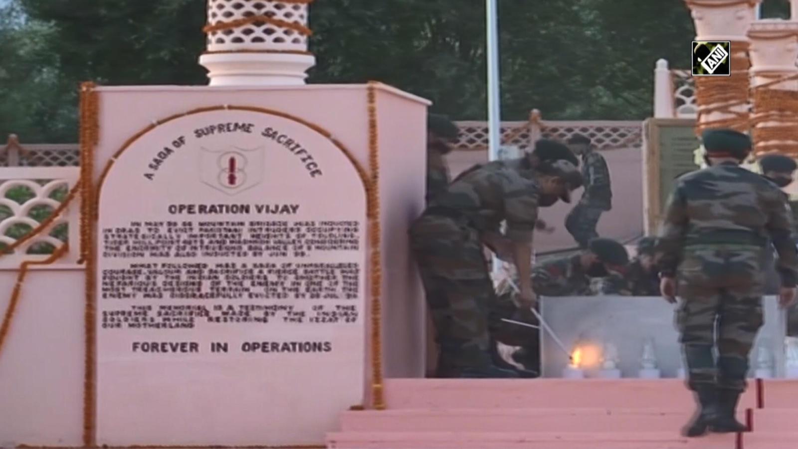 cds-gen-bipin-rawat-pays-tribute-to-kargil-war-heroes-in-dras