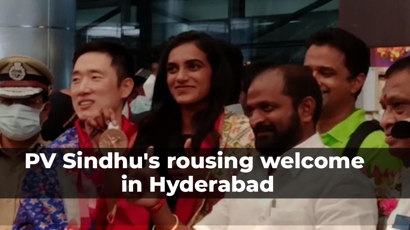 tokyo-olympics-bronze-medallist-pv-sindhu-receives-grand-welcome-at-rajiv-gandhi-international-airport-in-hyderabad