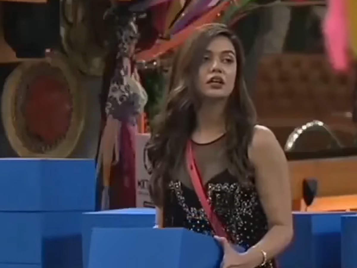Bigg Boss OTT: Divya Agarwal cries over being called homewrecker, says,  'just because she is Shamita Shetty and I am speaking to her connection  Raqesh Bapat, I can't be labelled'