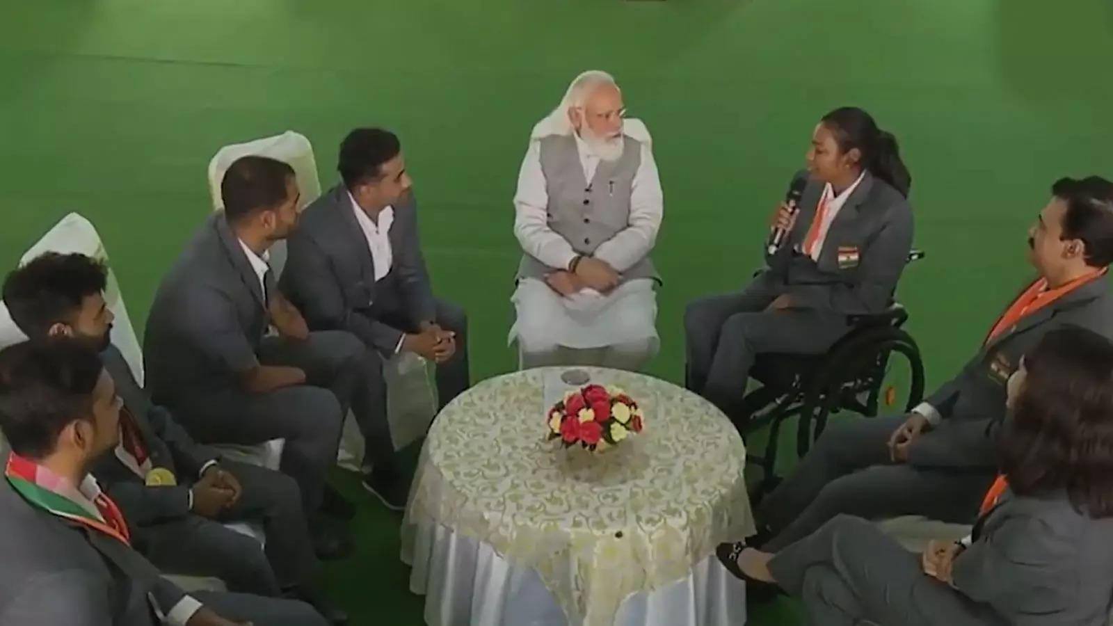 pm-narendra-modi-interacts-with-paracanoe-athlete-prachi-yadav