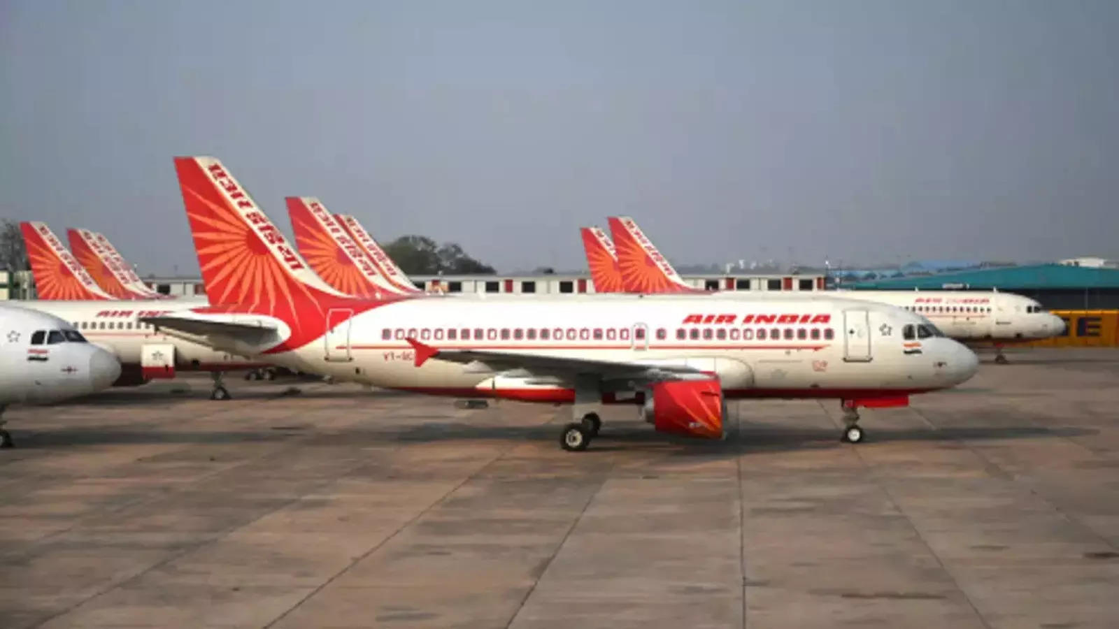 air-india-sale-tata-group-and-spicejet-submit-financial-bids