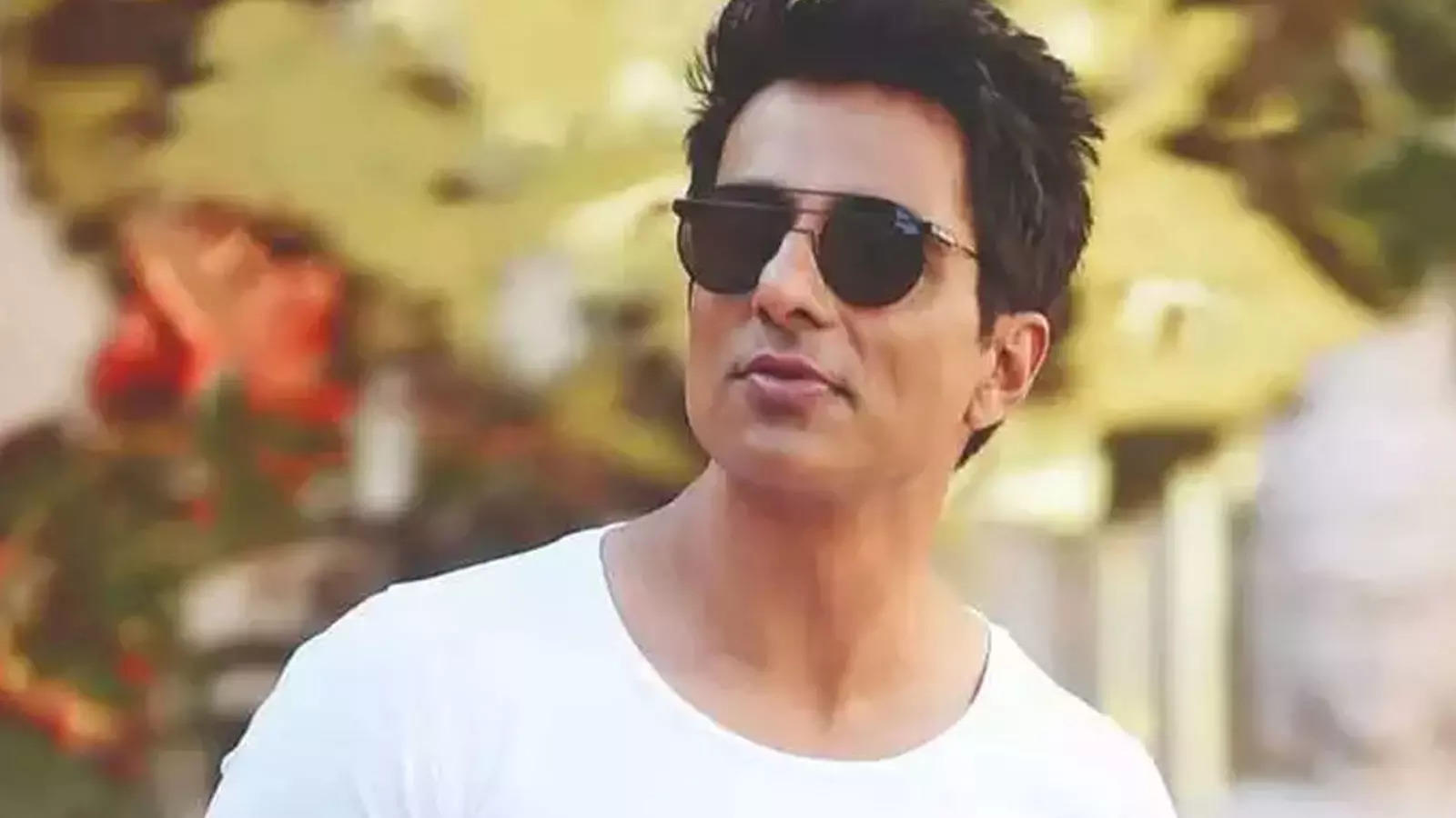 income-tax-department-conducts-surveys-at-sonu-soods-house-for-the-second-day-in-a-row-fans-trend-istandwithsonusood-on-twitter