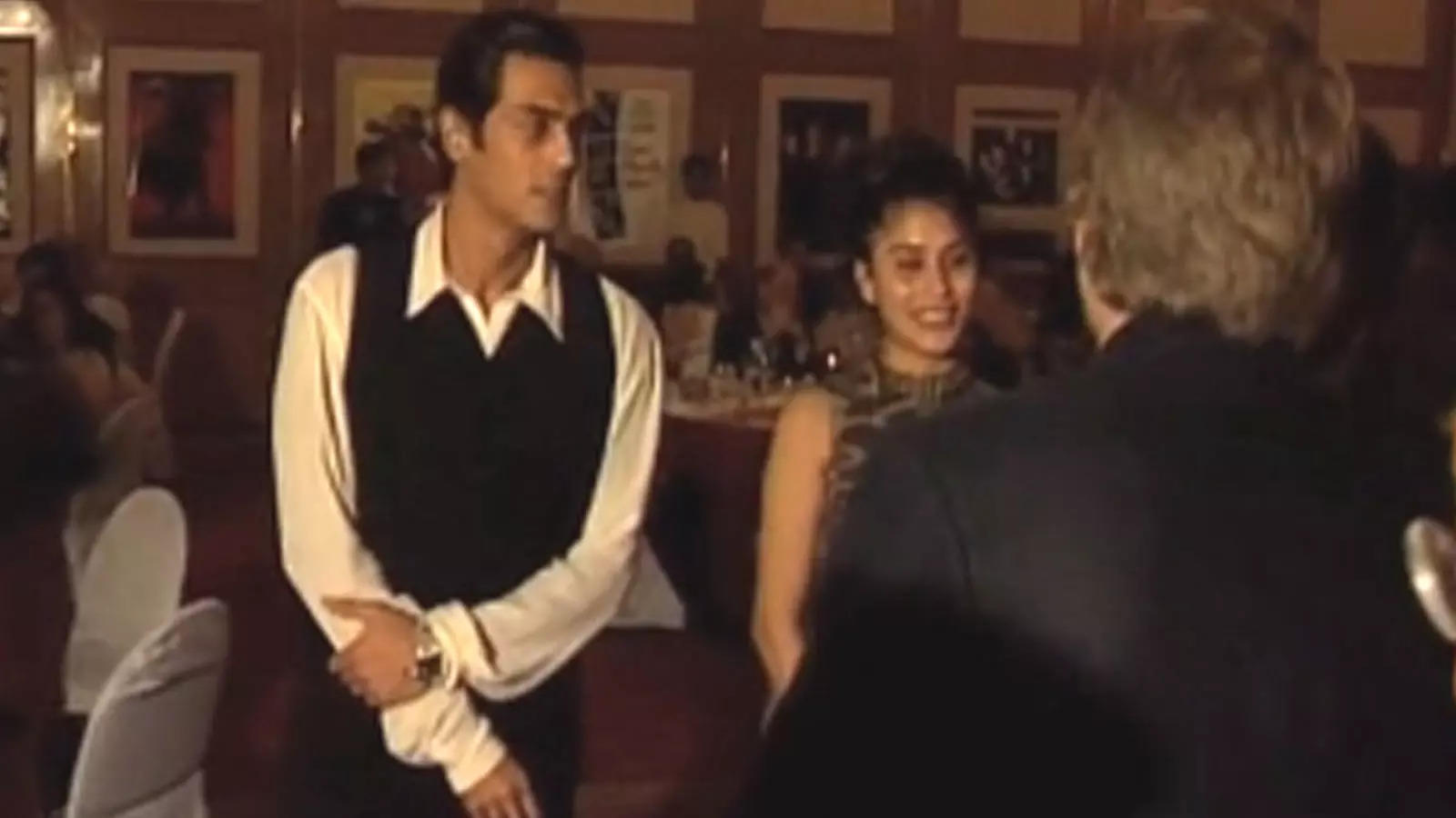throwback-video-genelia-dsouza-and-arjun-rampal-at-a-star-studded-party