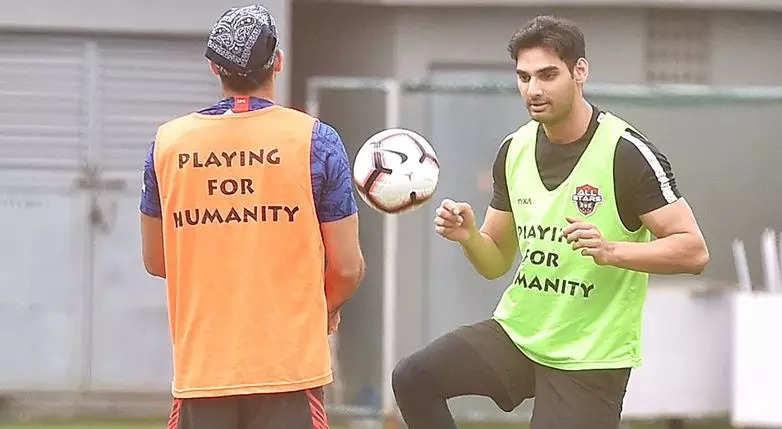 footie-fever-returns-to-b-town-ahan-shetty-bunty-walia-vivian-dsena-enjoy-a-game-of-football