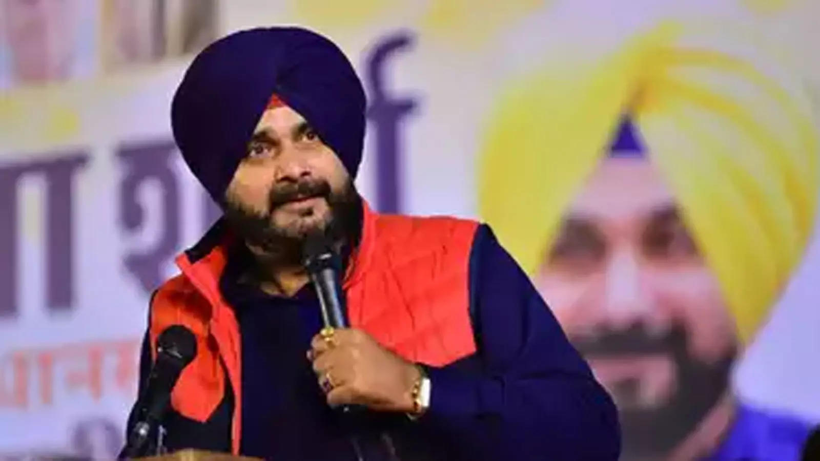 sidhu-withdraws-resignation-after-meeting-rahul-gandhi-says-issues-sorted-out