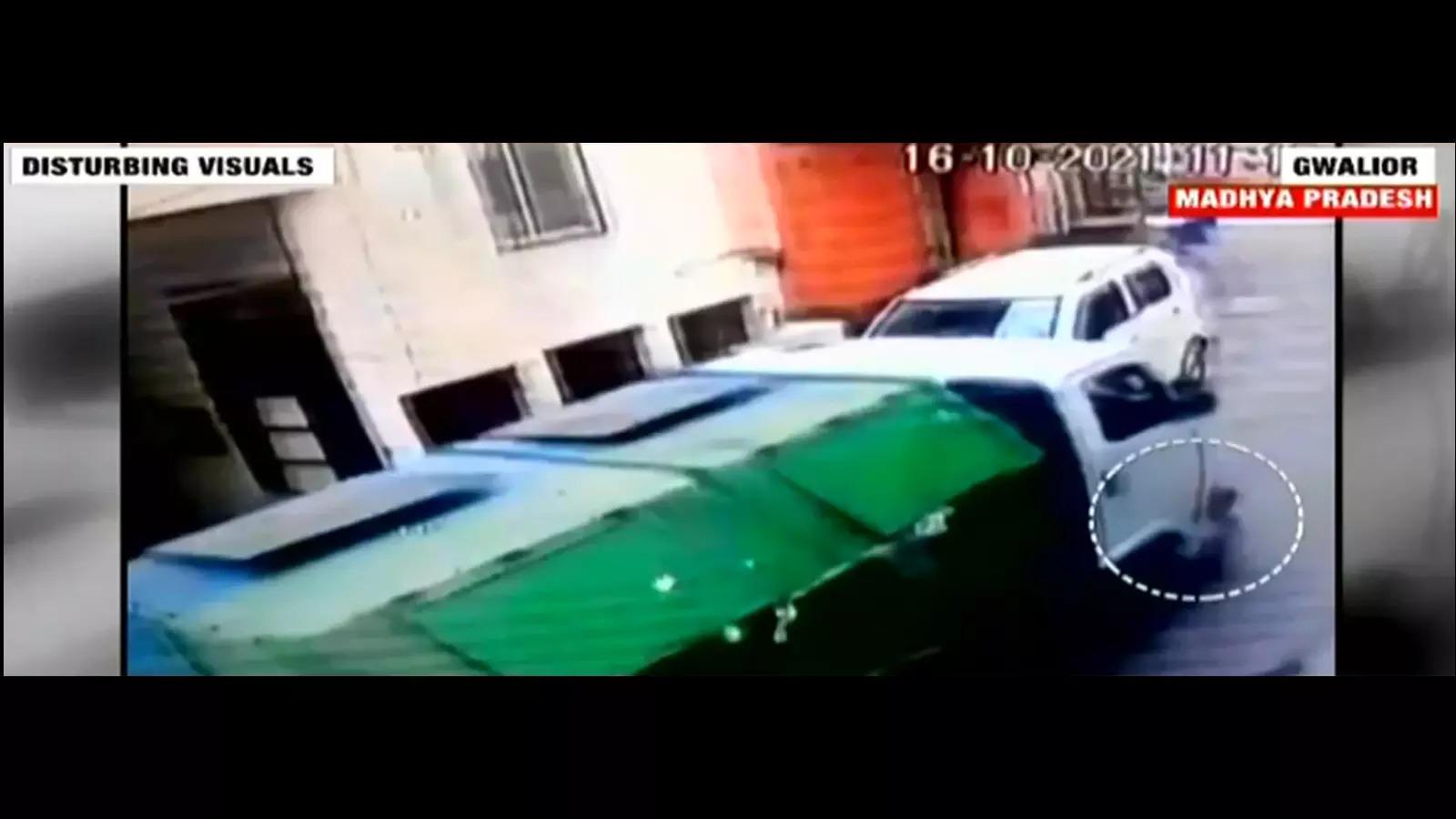 tragic-municipal-garbage-vehicle-crushes-toddler-to-death-in-gwalior