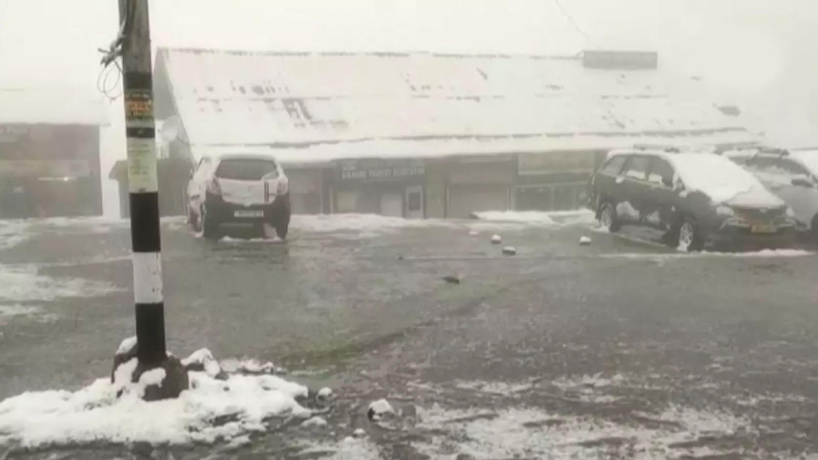 watch-gulmarg-receives-seasons-first-snowfall
