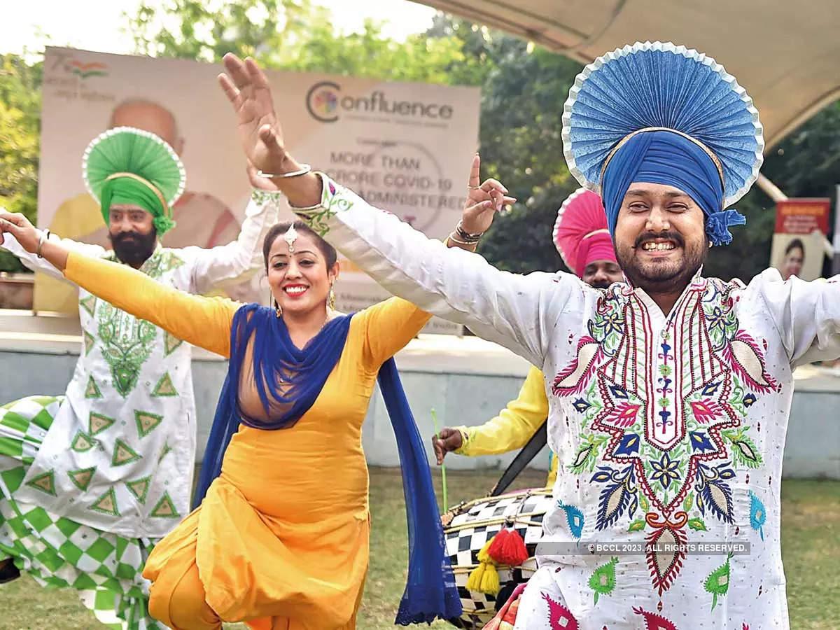 Diplomats get a taste of India at Meenakshi Lekhi's Karwa Chauth bash in Delhi