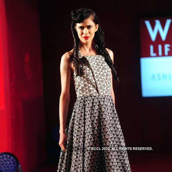 A Model Flaunts A Creation By Fashion Designer Ashish N Soni During The Grand Finale Of The Wills Lifestyle India Fashion Week Wifw