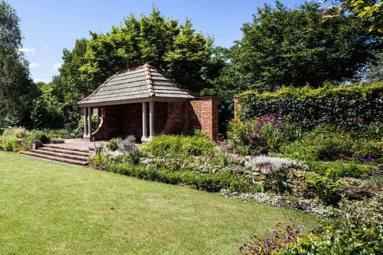 Romantic Charm Brought To Life At Hamilton Gardens